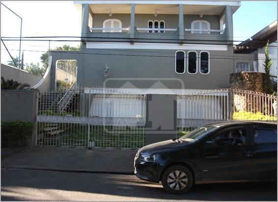 Casa – Terreno 800 m2, área construída 630m2